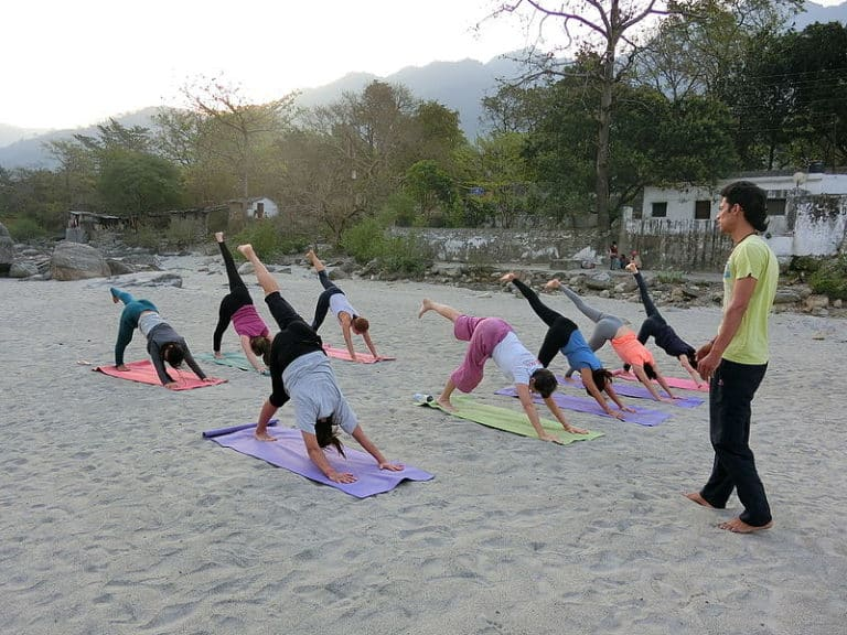 Ashtanga_Class_on_Beach